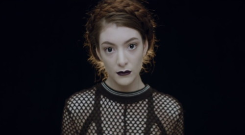 """Lorde - """"Tennis Court"""" [Official Video] 